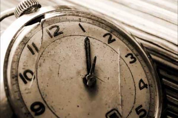นาฬิกาเสีย สิ่งของอัปมงคลฉุดโชคสล็อต